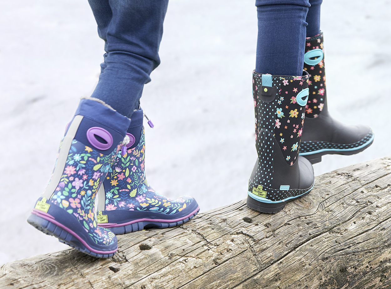 Kids snow boots with floral patterns